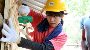 Japanese volunteer at Asia Build in Myanmar