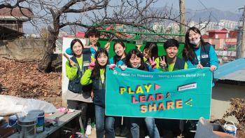 Habitat Korea's youth reporters volunteered to clean up and repair homes
