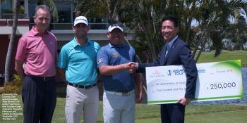 (From left) Thai Country Club general manger John Blanch, U.S. golfer Paul Harris, new Thailand Open champion Panuphol Pittayarat and Habitat for Humanity Thailand's CEO Timothy Loke.