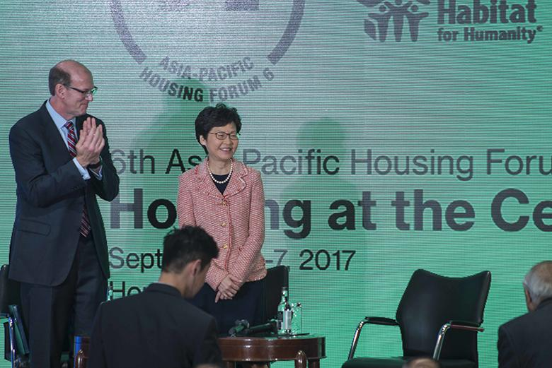 Habitat for Humanity International CEO Jonathan Reckford (left) and Hong Kong Chief Executive Carrie Lam